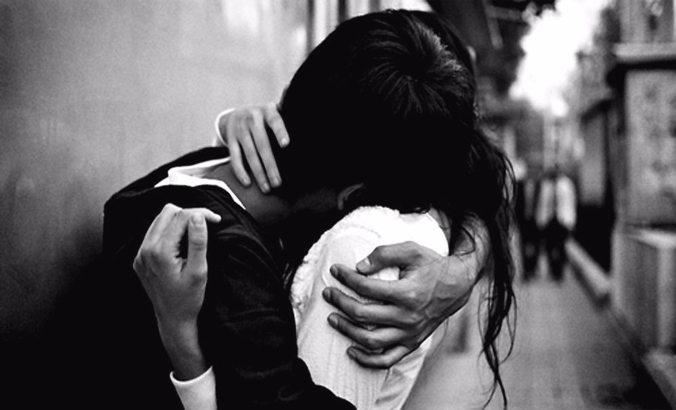 cute-couple-hug-black-and-white-wallpaper1-1
